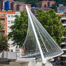 Calatravebrug over de Nervion rivier in Bilbao