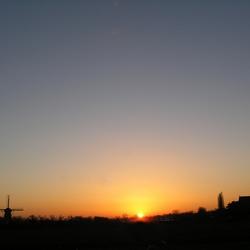 Ondergaande zon bij Beesd