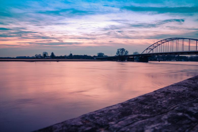 Stukje IJssel en Wilhelminabrug te Deventer