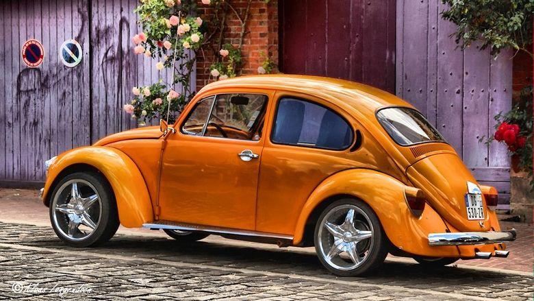 Volkswagen Kever - Deze oranje volkswagen kever hebben we gespot tijdens onze vakantie in Frankrijk. Daarna bewerkt met een toon mapping in Paint Shop