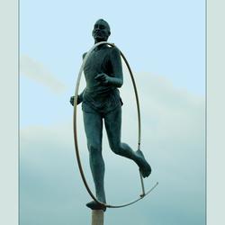Verder dan ver Marathon standbeeld op de Boulevard van Zoutelande  Zeeland