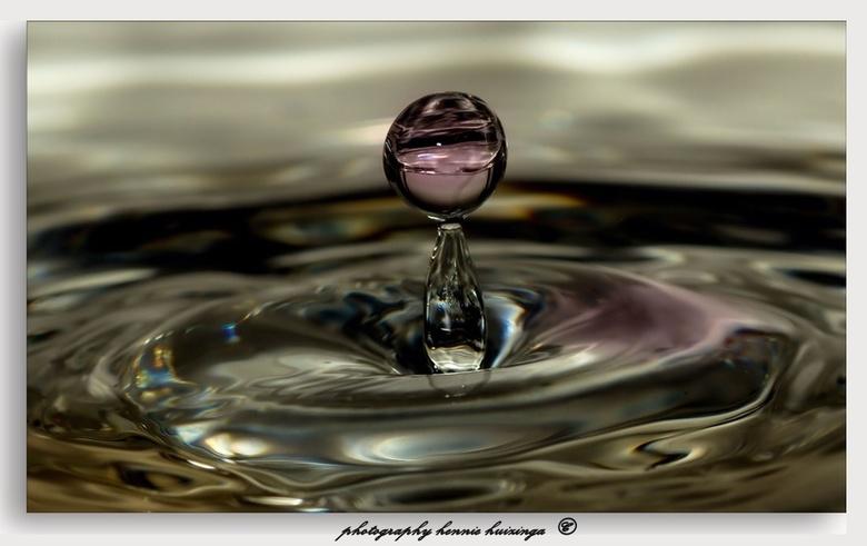 Strobist - Strobist fotografie waterdruppels<br /> <br /> Ontspannend werk, en leuk om te doen.<br /> Nabewerking in LR.<br /> Ben er nog geen kei