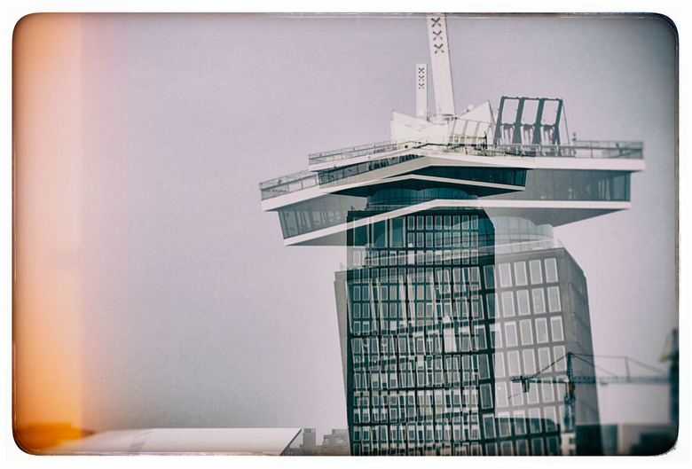 Cultuur -Shock - AMSTERDAM -  . . <br /> Bij het aanzien van de A&#039;dam Toren - schommel ..  <br /> <br /> Ondanks de hoogte ook hier stilleven.