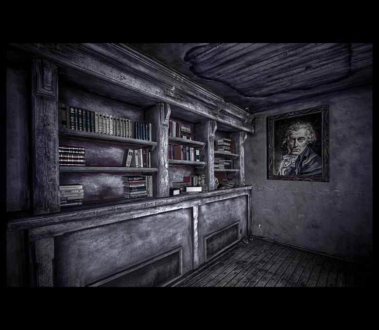 I'll Be Watching You - Deze foto heb ik genomen in een verlaten thema-restaurant, die geheel als spookhuis ingericht was.<br /> Daar dit in de donker