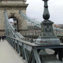 Boedapest - kettingconstructie van de brug