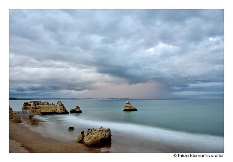 Lagos Ocean Dreams - Wolken boven het westelijk deel van de Algarve, bij de bijzondere rotsformaties van Lagos. Vanaf het viewpoint een prachtig uitzi