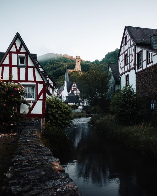 Pittoresk Monreal - Eén van de mooiste dropjes in de Eifel regio in Duitsland is Monreal. Hier was ik er net na zonsopgang toen er nog een beetje mist