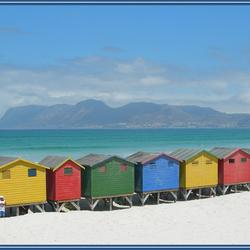 kleurige strandhokjes