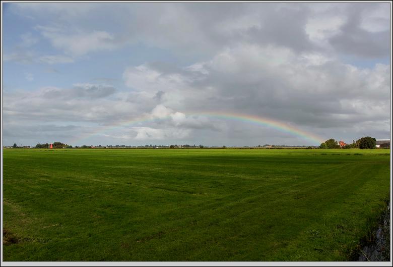 regenboog  - af en toe een buitje met toch wel een zonnetje tussendoor, ideale omstandigheden voor regenboog spotten.