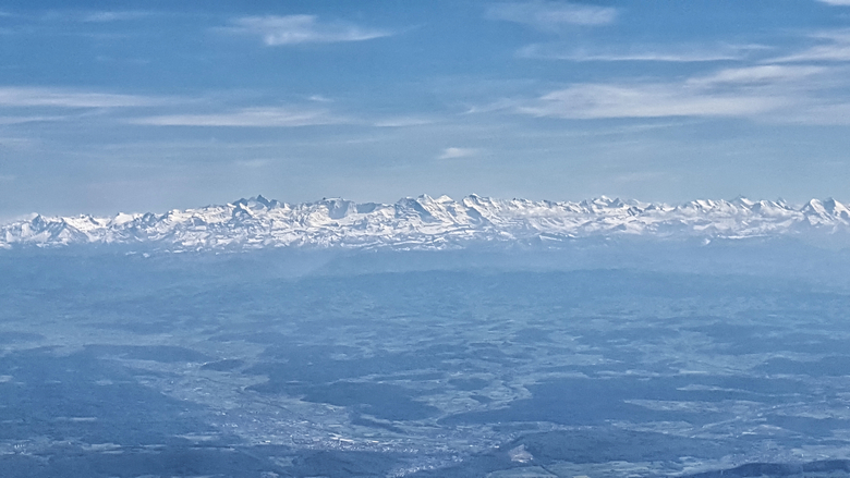 De alpen vanuit de lucht - Het prachtige uitzicht op de Alpen, de foto is vanuit het vliegtuig genomen met mijn samsung S6, vlak voor we gingen landen