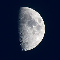 De maan, altijd uitnodigend om te fotograferen.