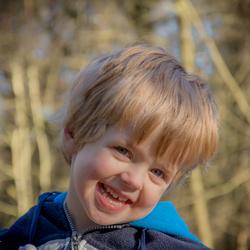 Mijn zoon Lucas in het bos