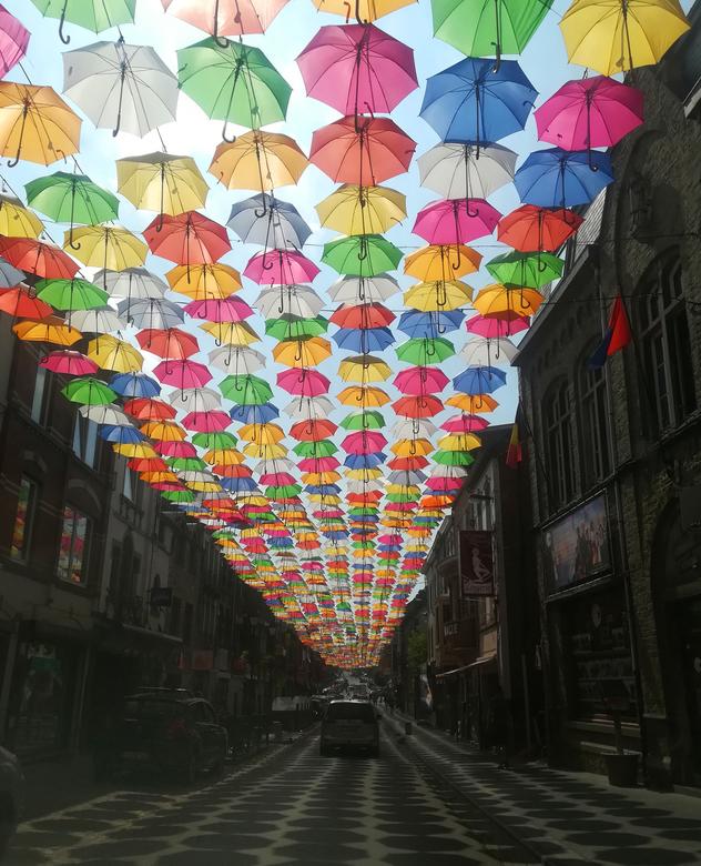 IMG_20180822_143856 - Paraplu's in Bastogne. Omdat ik geen camera mee had, spontaan genomen met mijn smartphone.