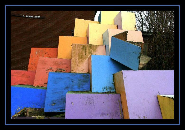 Vergane Kunst - De essentie van dit vergane kunstwerk in Ruigoord ontging mij. Maar de kleuren en opbouw van de blokken sprak mij erg aan.