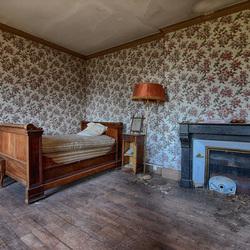 Slaapkamer in verlaten chateau