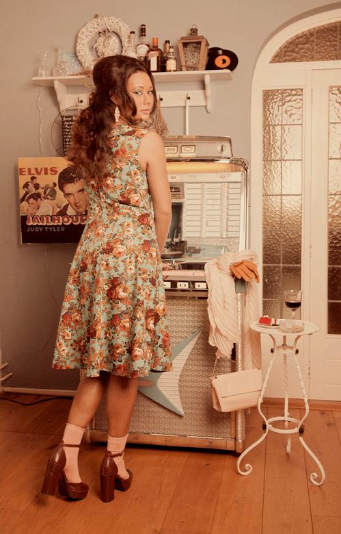 Back to the Fifties - In samenwerking met een kledingstylist, MUA-Hairstylist en model hebben we een concept uitgewerkt waarbij we terug in de tijd wi