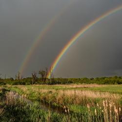 Regenboog boven het Loonerdiep