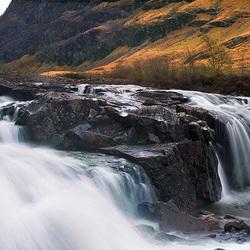 Watervalletje in Schotland - panorama.jpg