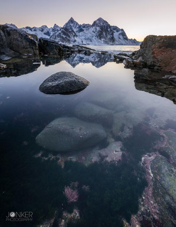 Reflection perfection - Net na zonsondergang. Een mooie reflectie in de poel maakt de foto af
