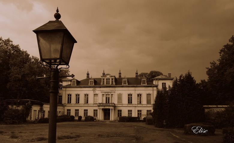 """kasteel ter borght  - Dit prachtig kasteel staat jammer genoeg al een paar jaar leeg <img  src=""""/images/smileys/sad.png""""/>"""