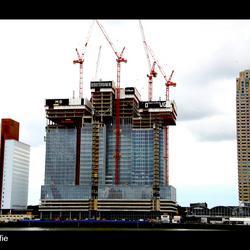 Toren in aanbouw naast HAL