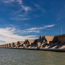 Haringvlietsluizen aan de zeezijde