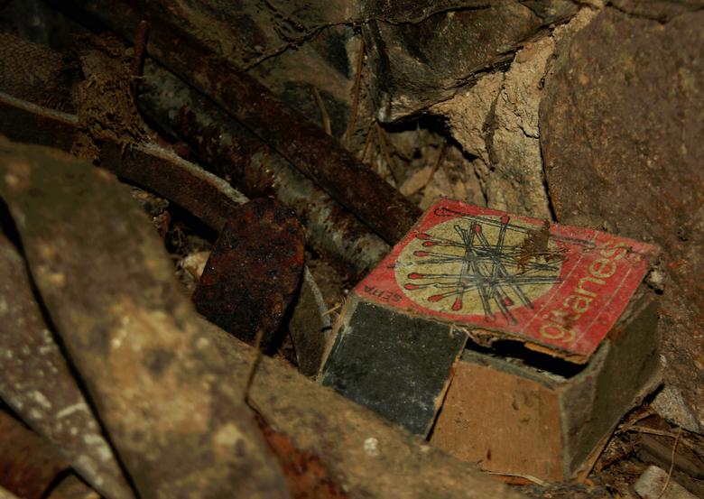 Gitanes - Achter gelaten lucifers, de vlam zal er niet meer inkomen...