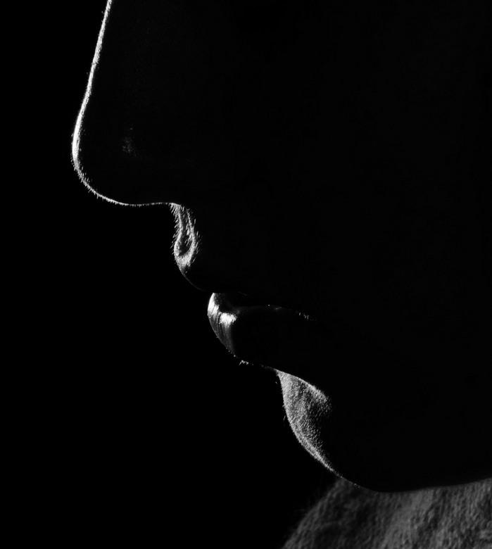 low key face - low key foto van mijn vriendin, je ziet de contouren van dr gezicht nu mooi
