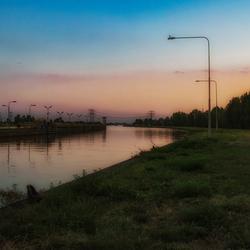 een avond aan het kanaal..
