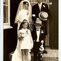 Bruidsjonkertje bij Oom Piet en Tante Dicky