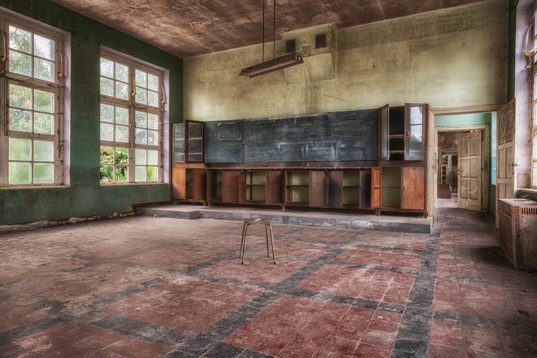 """Schooltje - """"Social distancing"""" niet van toepassing, slechts één leerling, nu nog wachten op de juf"""