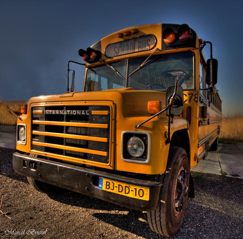 schoolbus - Zo iets als deze hdr had ik al vorig jaar geplaatst alleen vanuit een andere positie en met een andere camera.In deze periode ben ik ook b