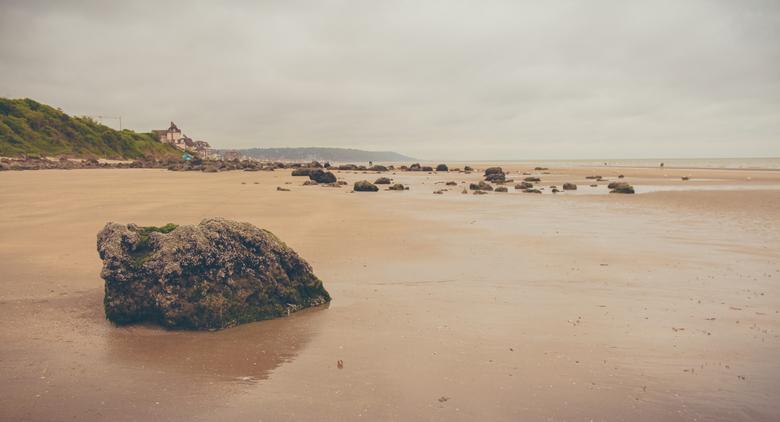 Normandië - Rotsen op het strand