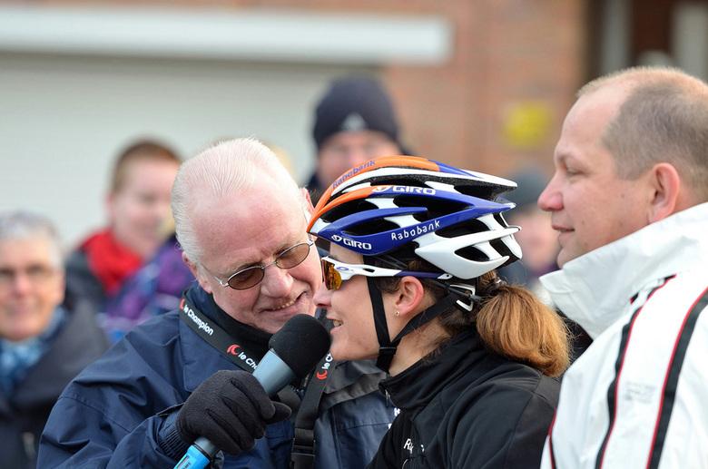 Marianne Vos Egmond aan Zee 2013 - Strandrace Egmond-Pier-Egmond<br /> Vlak voor de start nog even Marianne Vos interviewen (ze deed voor het eerst m