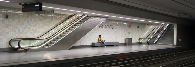 Oporto 32 - Metrostation Sao Bento.
