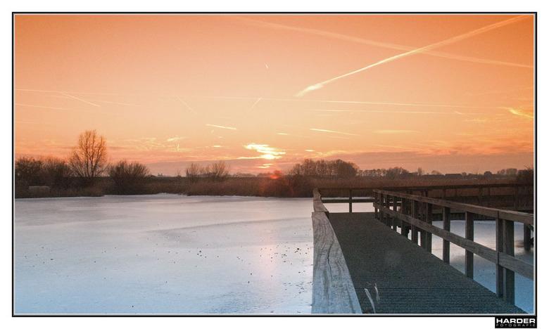 Ondergaande zon in Zwartsluis - Aan de rand van Zwartsluis richting Genemuiden heb je een mooi wijds uitzicht op het landschap.