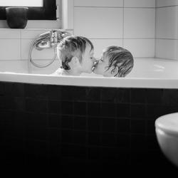 Broer en zusjeliefde
