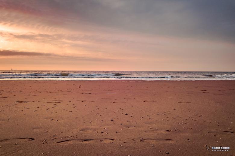 Voetstappen op het strand.... - Voetstappen op het strand....