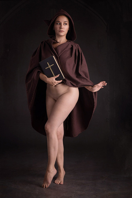 lost nun - Valentina L'Abbate