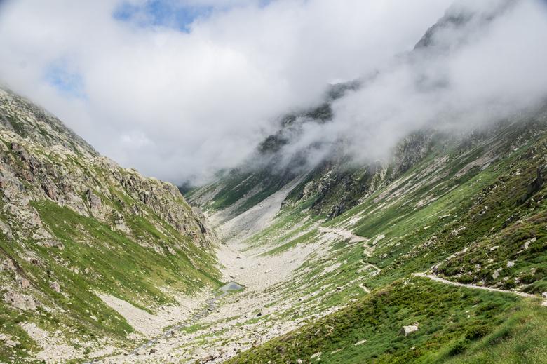 Vallé de Remoulis - Vallé de Remoulis in het Franse deel van de Pyreneeën. Een eindeloos lang dal en daardoor dus perfect voor een terugblik. Het pad