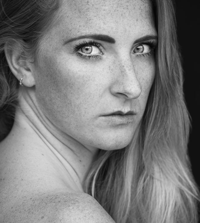 Annetvandorpphotography- Mirjam - Emotional portrait