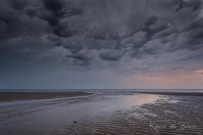 Noodweer! - Uiteindelijk bleek het ergste noodweer aan het strand voorbij te gaan.