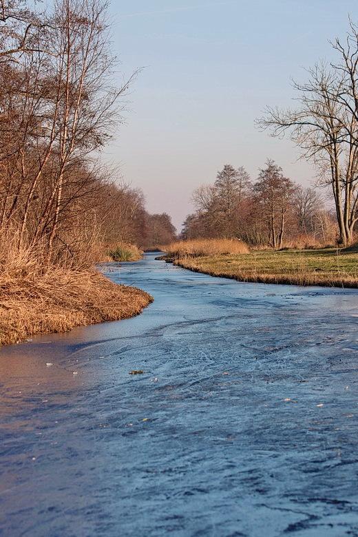 De Kromme Rade - Wandelroute langs de Kromme Rade bij de Vuntusplas tussen Kortenhoef en Loosdrecht in.<br /> <br /> 21 januari 2017.<br /> Groetje