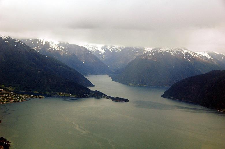 Vliegen in Noorwegen - Afgelopen maand een vliegtocht gemaakt in ondermeer Noorwegen.<br /> Bijgaand een plaat van de ingang van het fjord naar het S