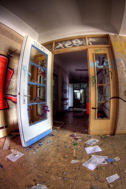 SB Hospital 9 - Op 17-7-2010 hebben Daan en ik een bezoek gebracht aan dit ziekenhuis<br /> <br /> Het is een hdr foto<br /> <br /> Kijk ook eens
