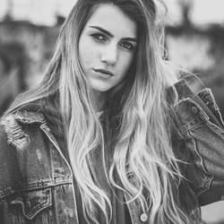 Model Solane