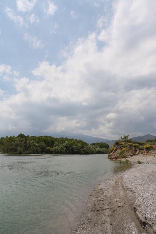 Alcantara, sicilië - Prachtige foto van de rivier Alcantara in Sicilië, de uitstroom in de zee