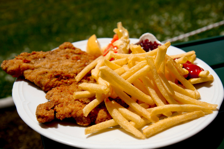 Wienerschnitzel met friet in Oostenrijk - De échte Oostenrijkse Wienerschnitzel