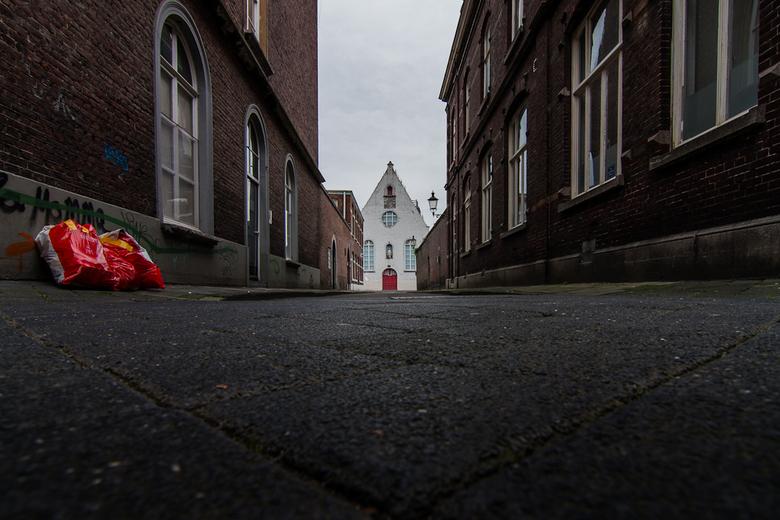 rood II - Straatje in Maastricht.<br /> Ik weet niet welke van de twee ik beter vind.