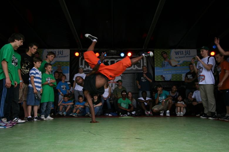 Young Bboy podium Parkpop 2009 - Breakdance battles op het Vestia Young Bboy podium georganiseerd door Aight (Haags Hip Hop Centrum)